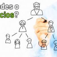 esquema-piramidal-vs-multinivel www.tucaminodelbienestar.com